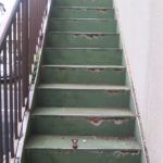 さて外階段も塗ろう。。。( ゚Д゚)